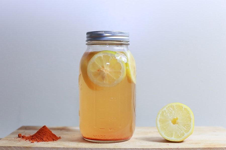 wellness und lifestyle: jeden tag ein glas zitronenwasser trinken